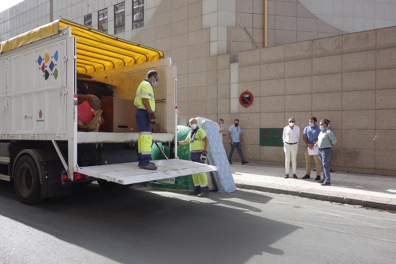 El Ayuntamiento refuerza el servicio de recogida de muebles usados con des equipos ante la demanda