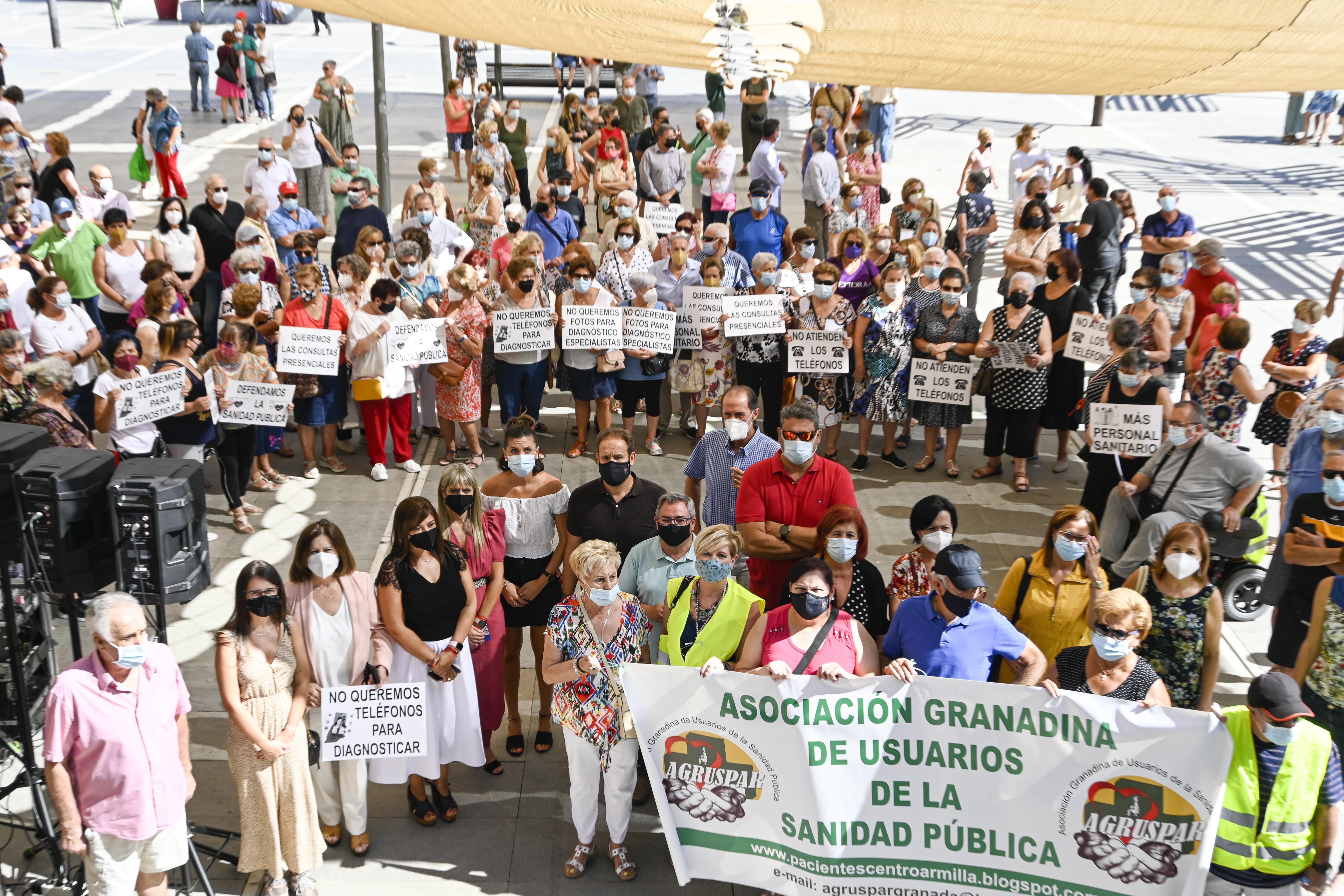 400 personas piden en Armilla la vuelta a la atención presencial en los Centros de Salud