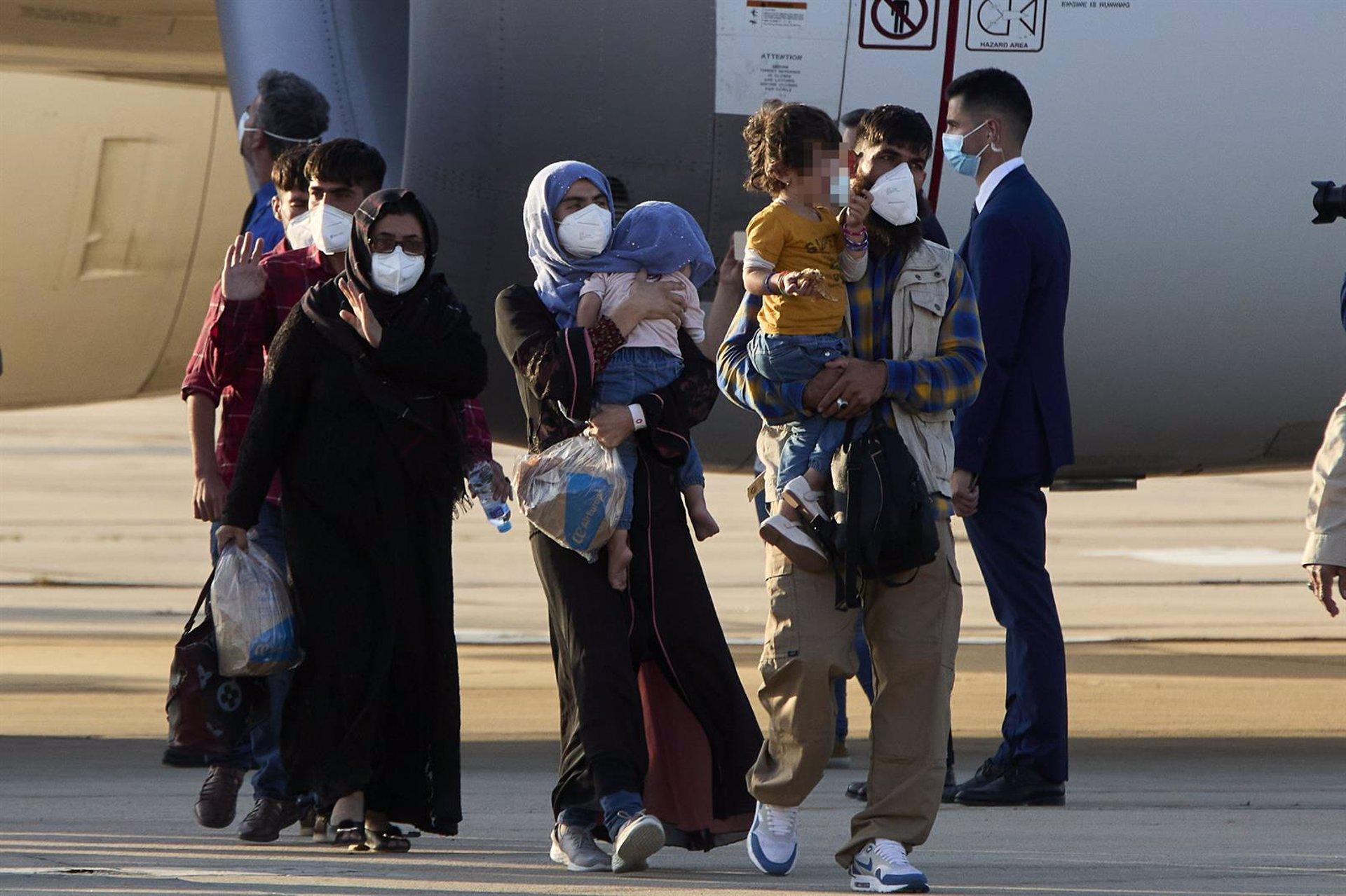 Acogen a los refugiados llegados de Afganistán en pisos tutelados y centros con otros inmigrantes