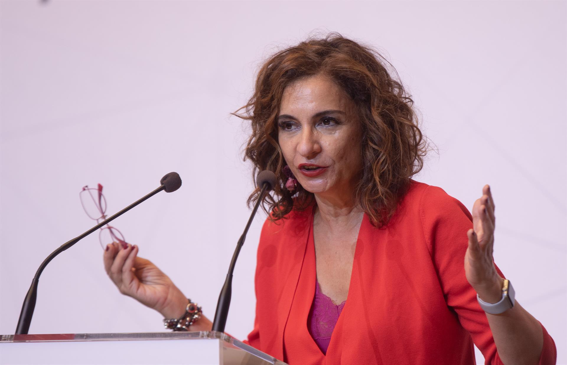 Montero avisa a Casado de que tendrá el «rechazo» de los ciudadanos en las urnas por «no arrimar el hombro en las malas»