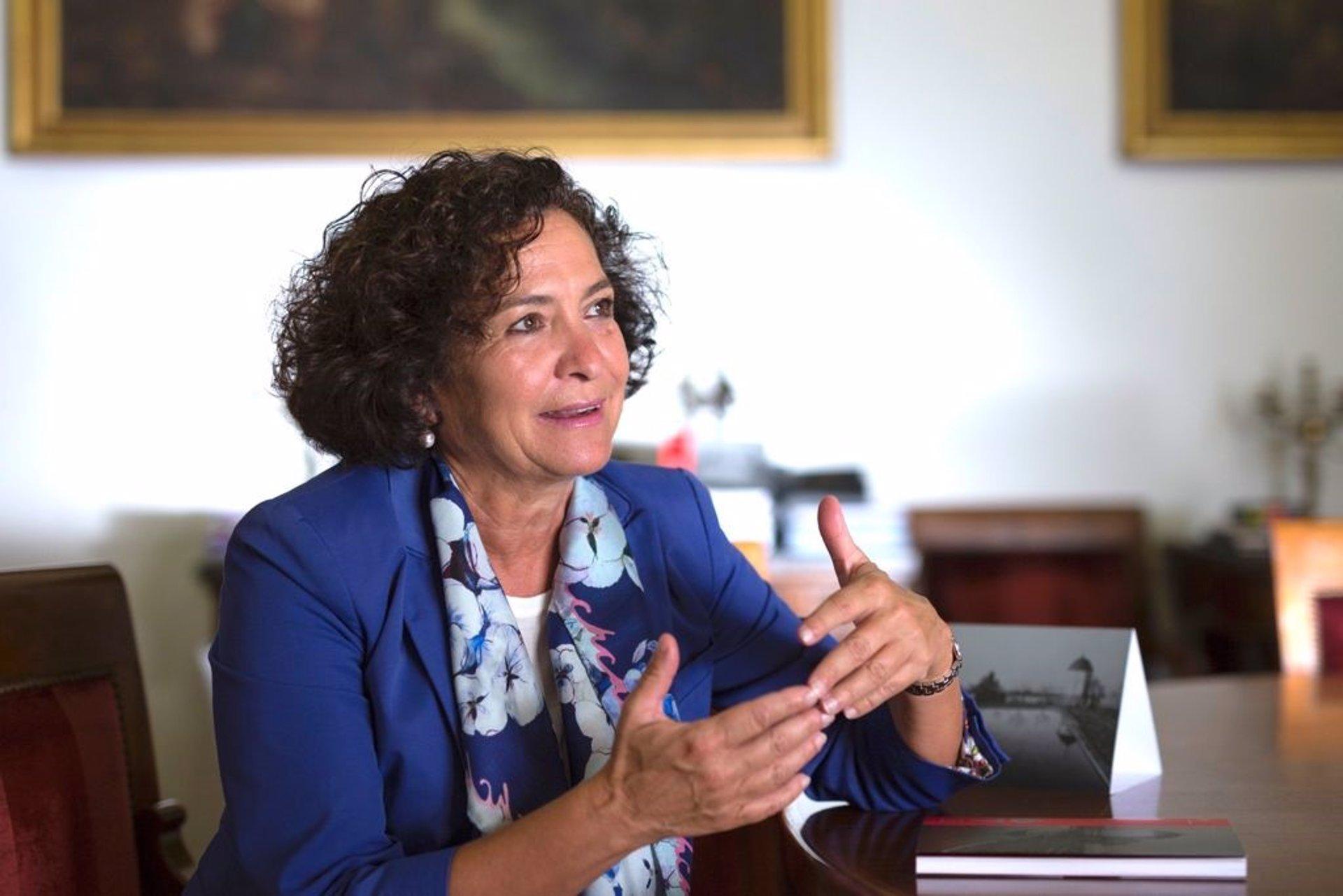 La rectora de la UGR confía en llegar a una presencialidad total en las aulas en «pocas semanas»