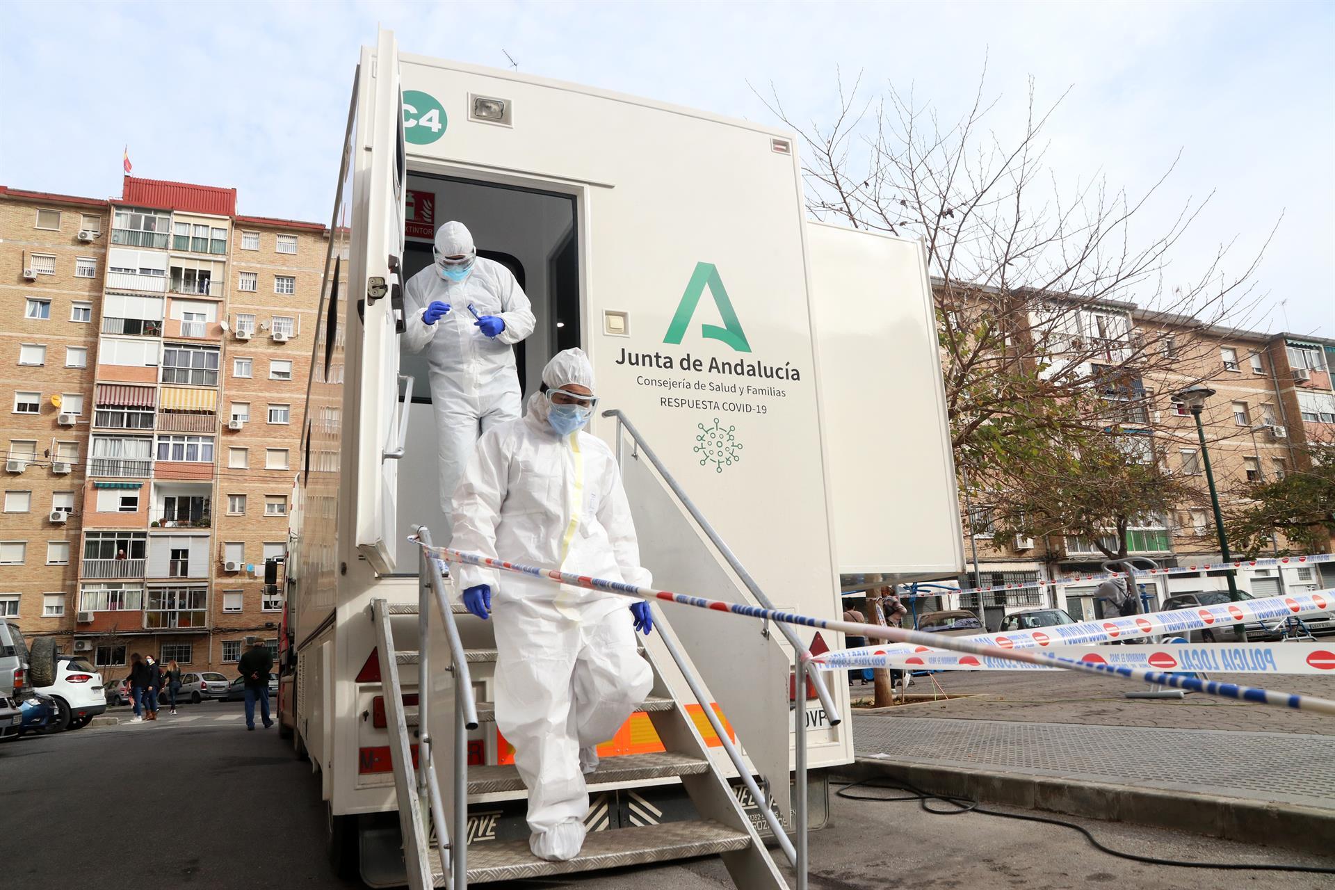 Andalucía registra 628 contagios, once fallecidos y la tasa continúa bajando hasta 89,5