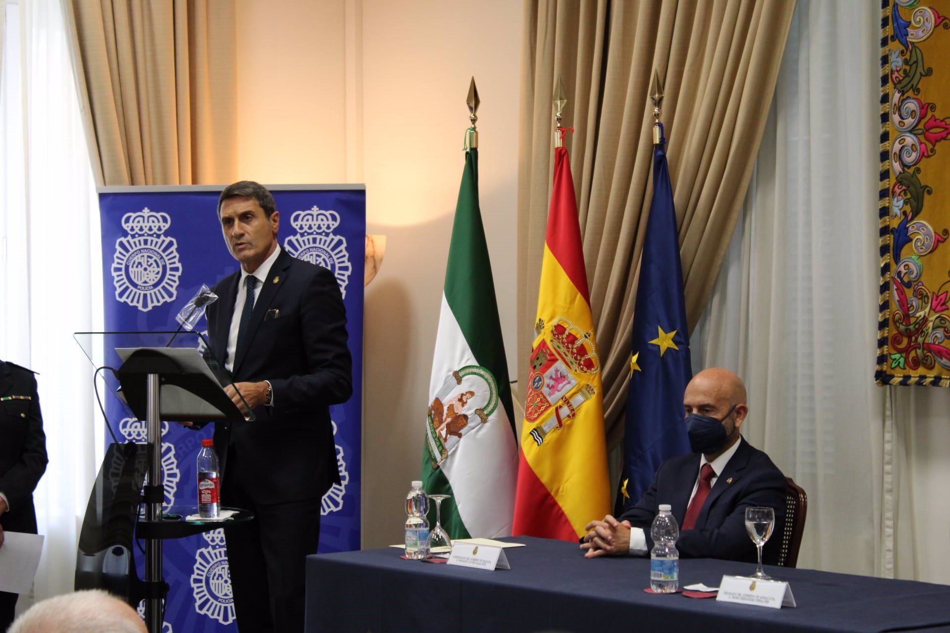 Fernández pide a Junta que articule mecanismos para que 1.109 millones destinados a ayudas lleguen a pymes y autónomos