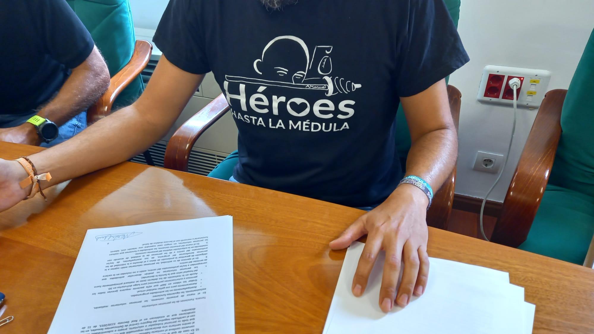 El Hospital Virgen de las Nieves firma convenio con Héroes hasta la Médula
