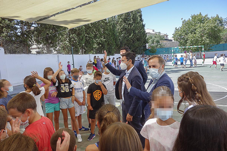 El alcalde agradece el esfuerzo de la comunidad educativa en el inicio del curso escolar