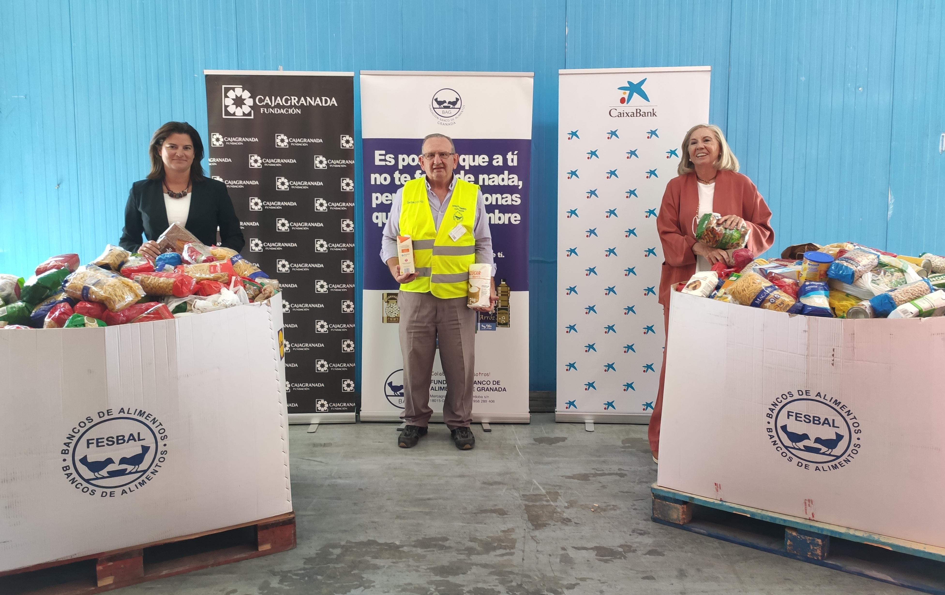 CajaGranada Fundación y CaixaBank entregan 7.500 Kg de alimentos para los más necesitados