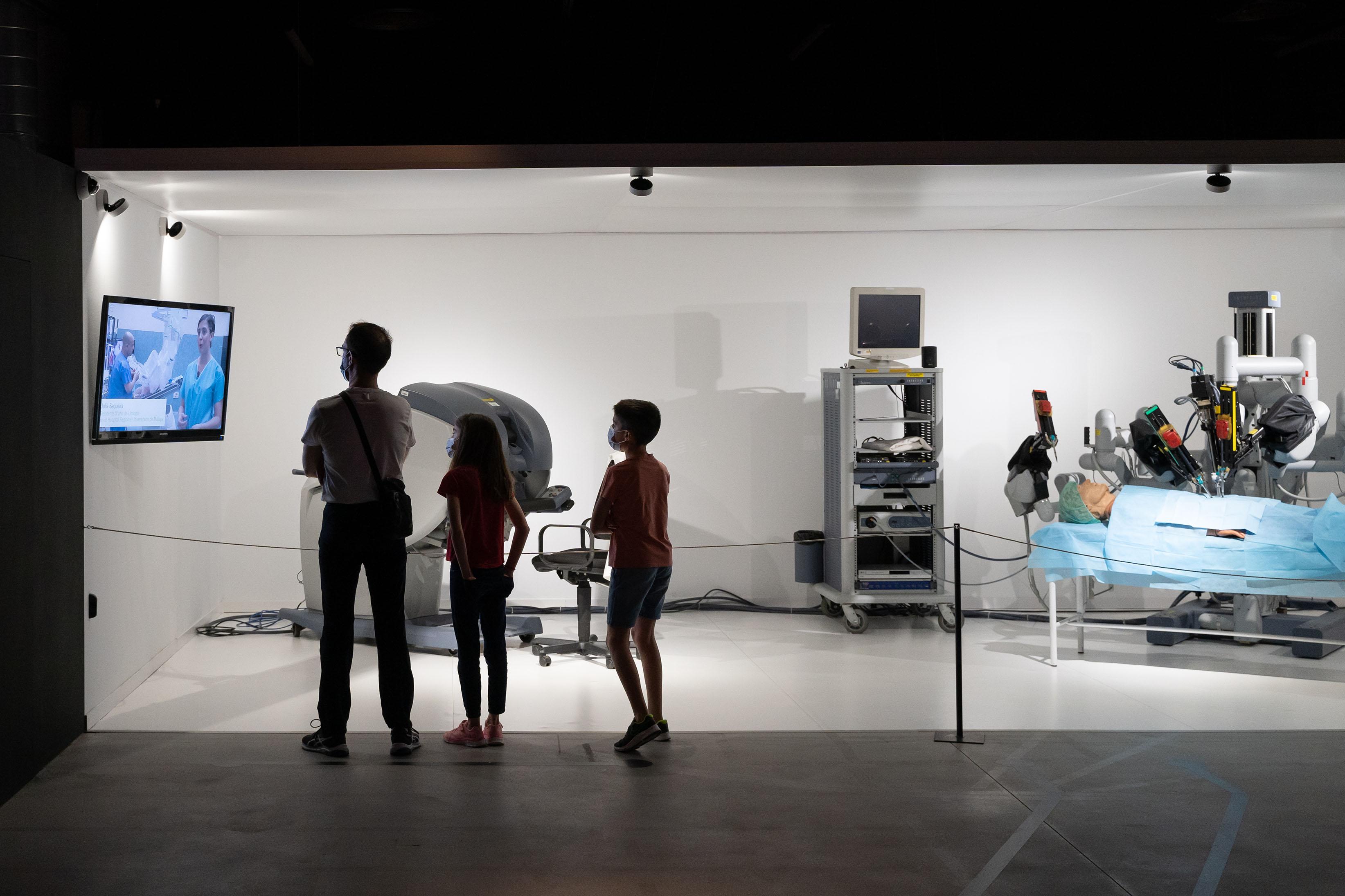 El Parque de las Ciencias fomenta vocaciones científicas entre los jóvenes en la Noche de los Investigadores