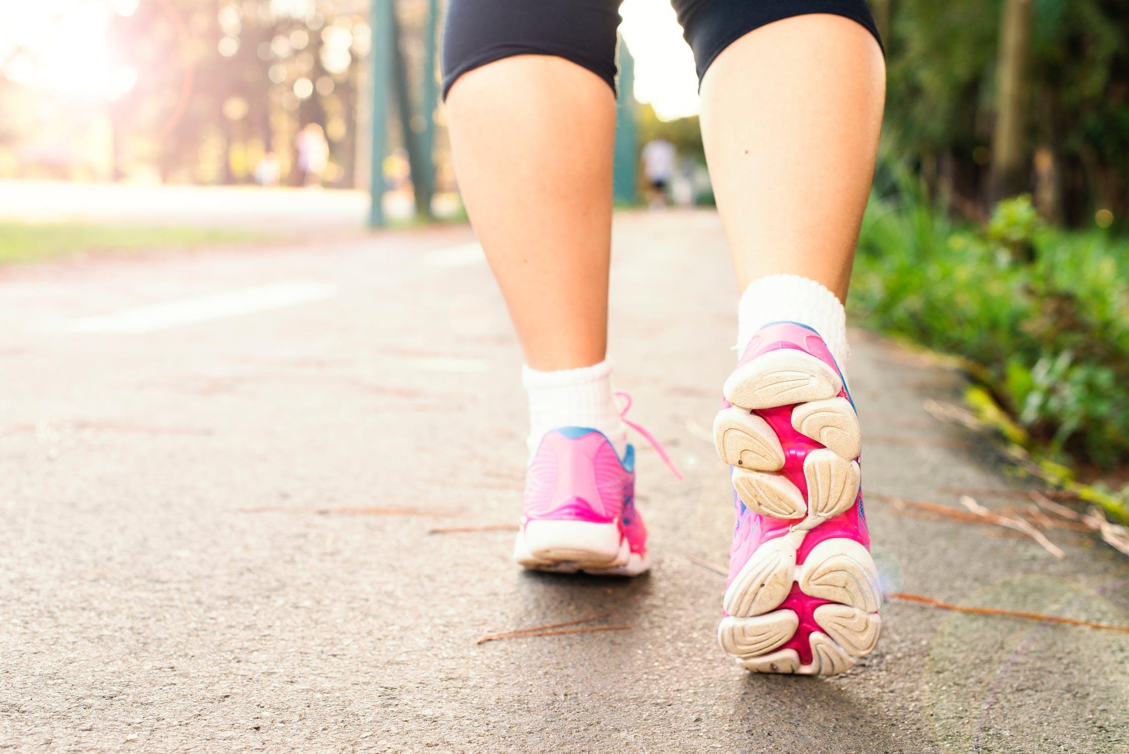 Investigadores de la UGR trabajan en una red internacional de universidades para promocionar los paseos como hábito saludable en personas mayores