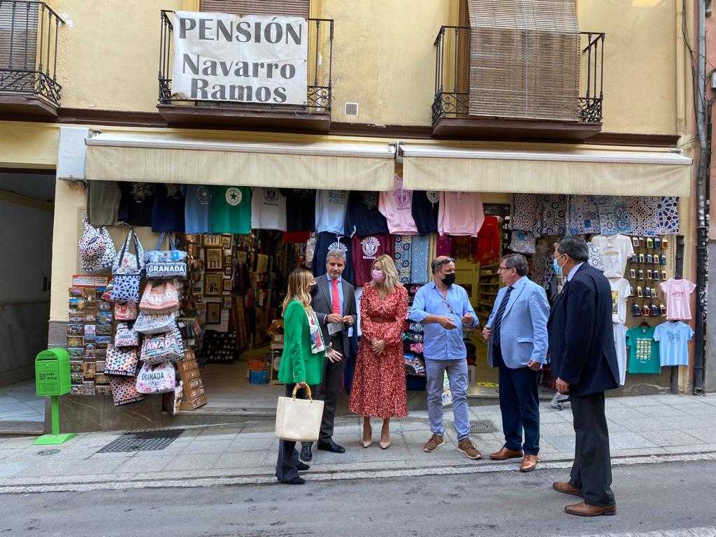 El PP reclama apoyos al gobierno de Sánchez y Cuenca tras encuentros con comerciantes de tiendas de souvenirs