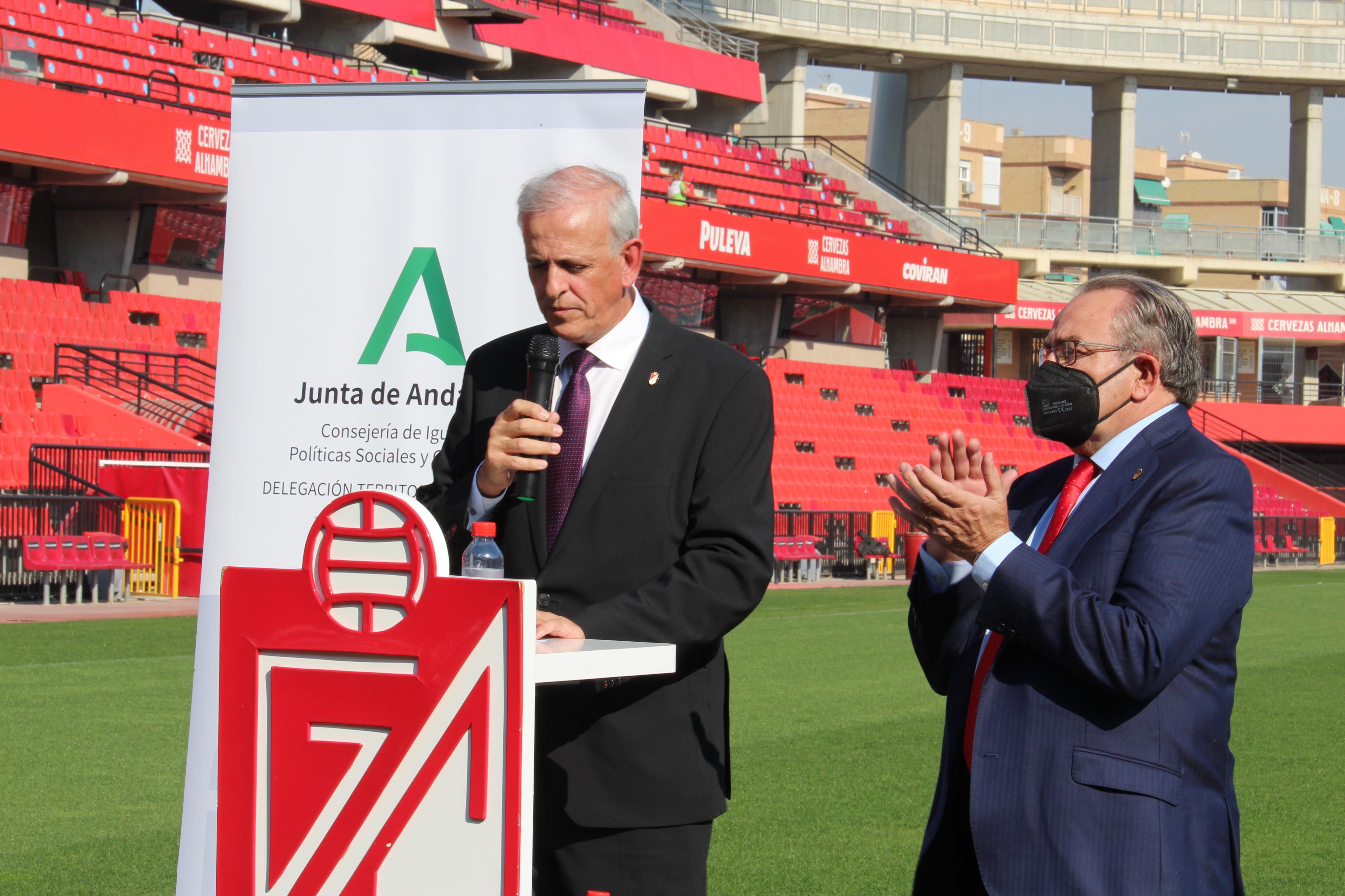 El estadio Nuevo los Cármenes acoge la celebración del Día Internacional de las Personas Mayores