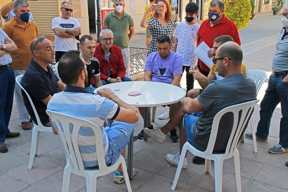 Cúllar Vega entrega los premios del torneo de 'Pellejo', un popular juego de cartas que solo se practica en este municipio