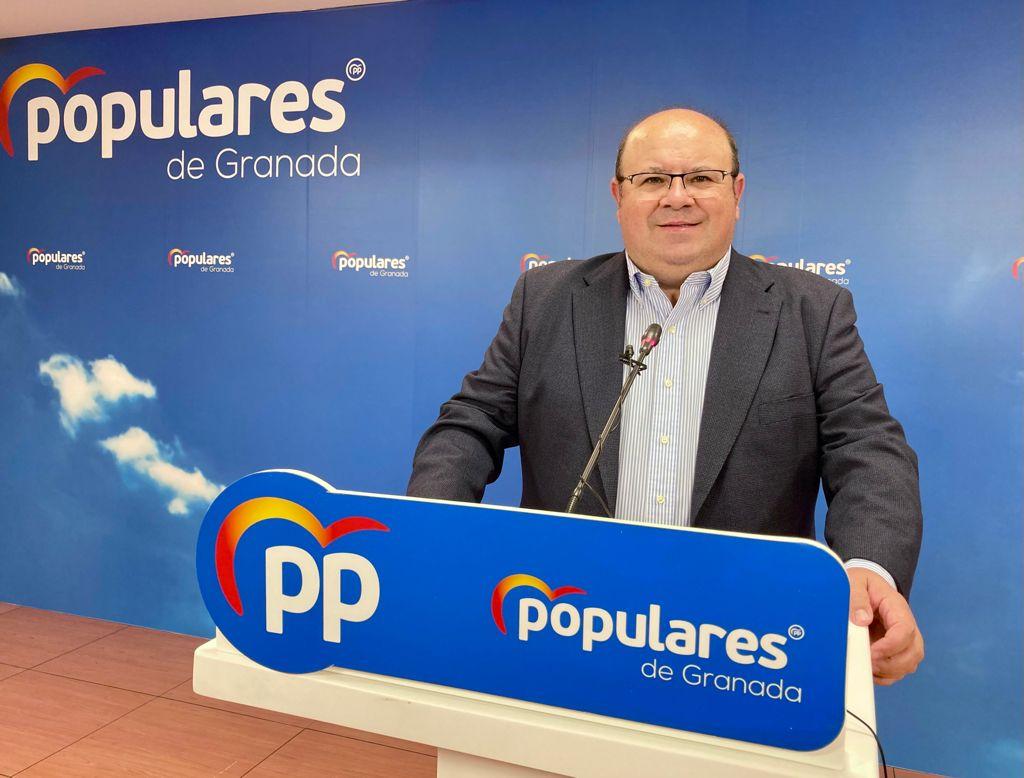 Robles (PP): «El gobierno de Sánchez pretende que los granadinos nos conformemos con las migajas de conexiones que nos conceden»
