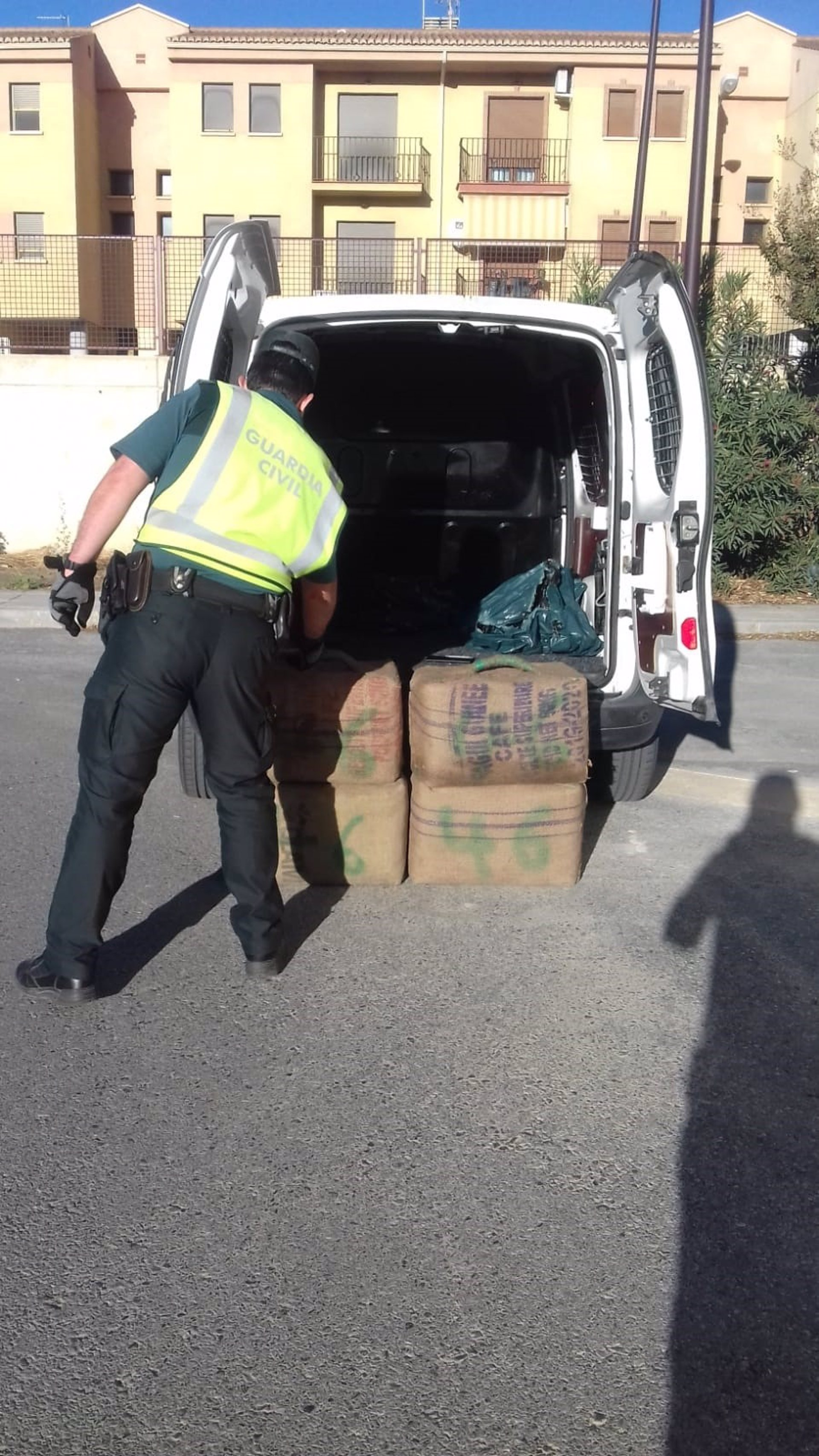 Interceptado un vehículo cargado con más de 132 kilos de hachís en la A-92N, en Gor
