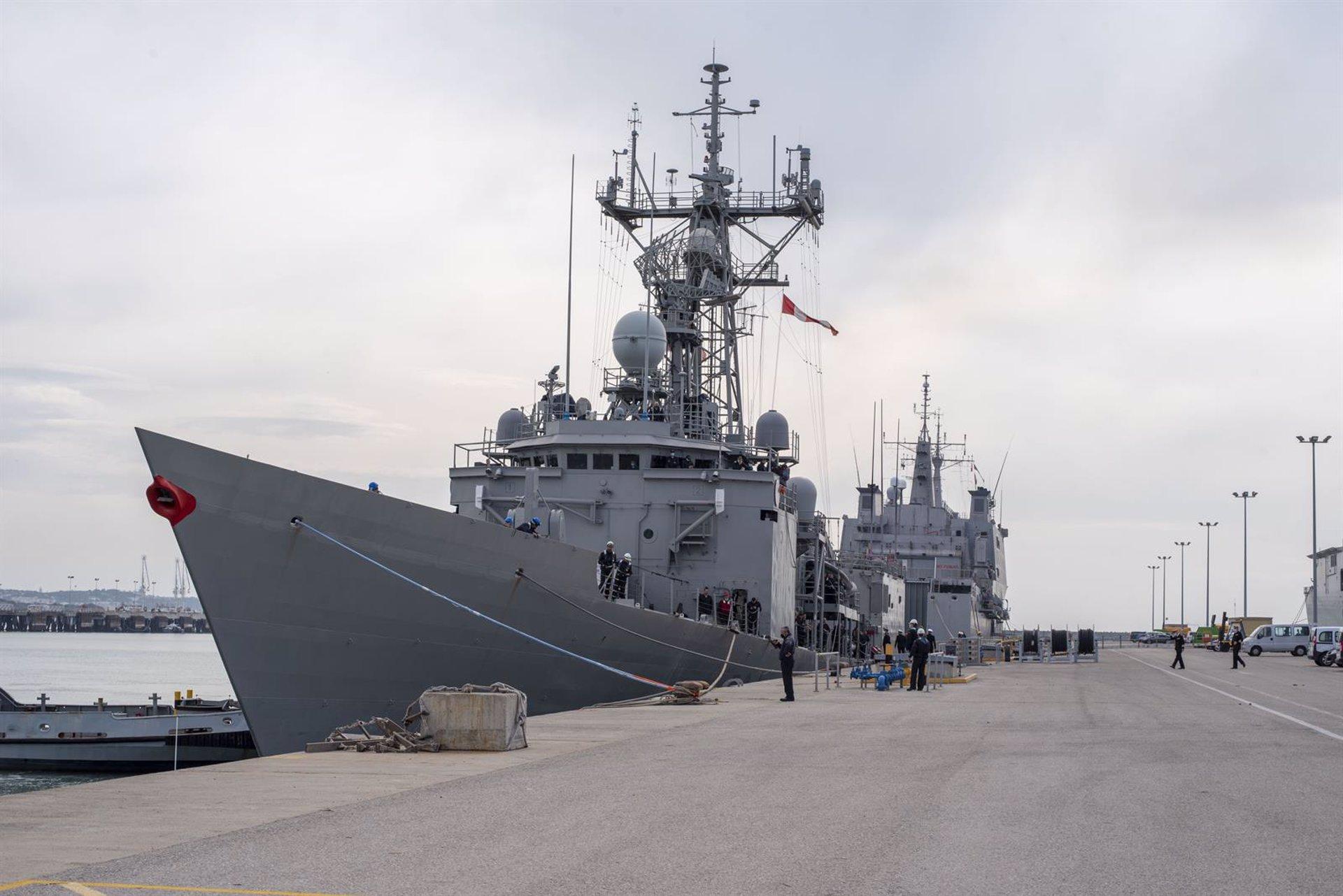 La fragata Reina Sofía visita el puerto de Motril este miércoles
