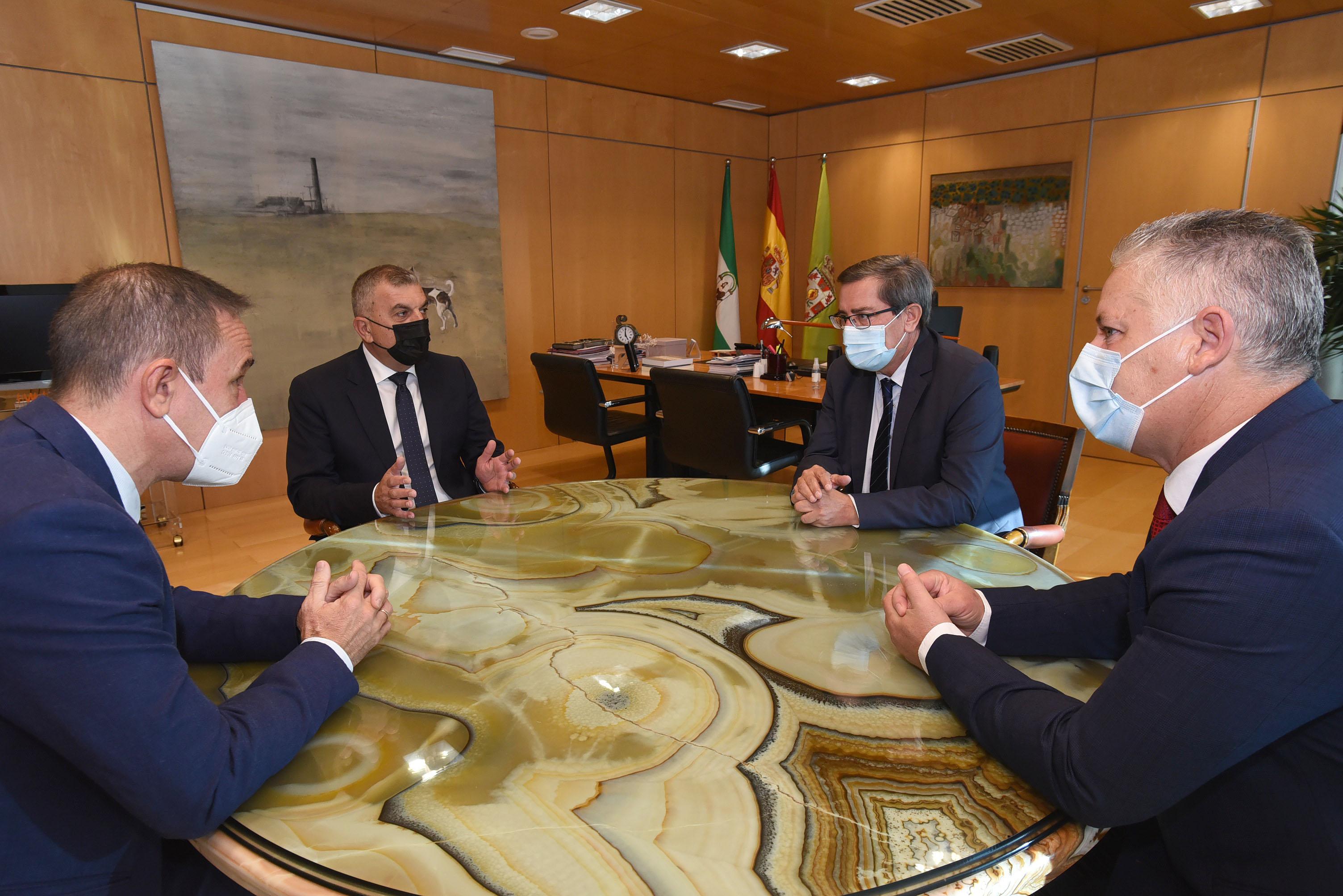 El ministro de Fomento de Montenegro visita la sede de Diputación