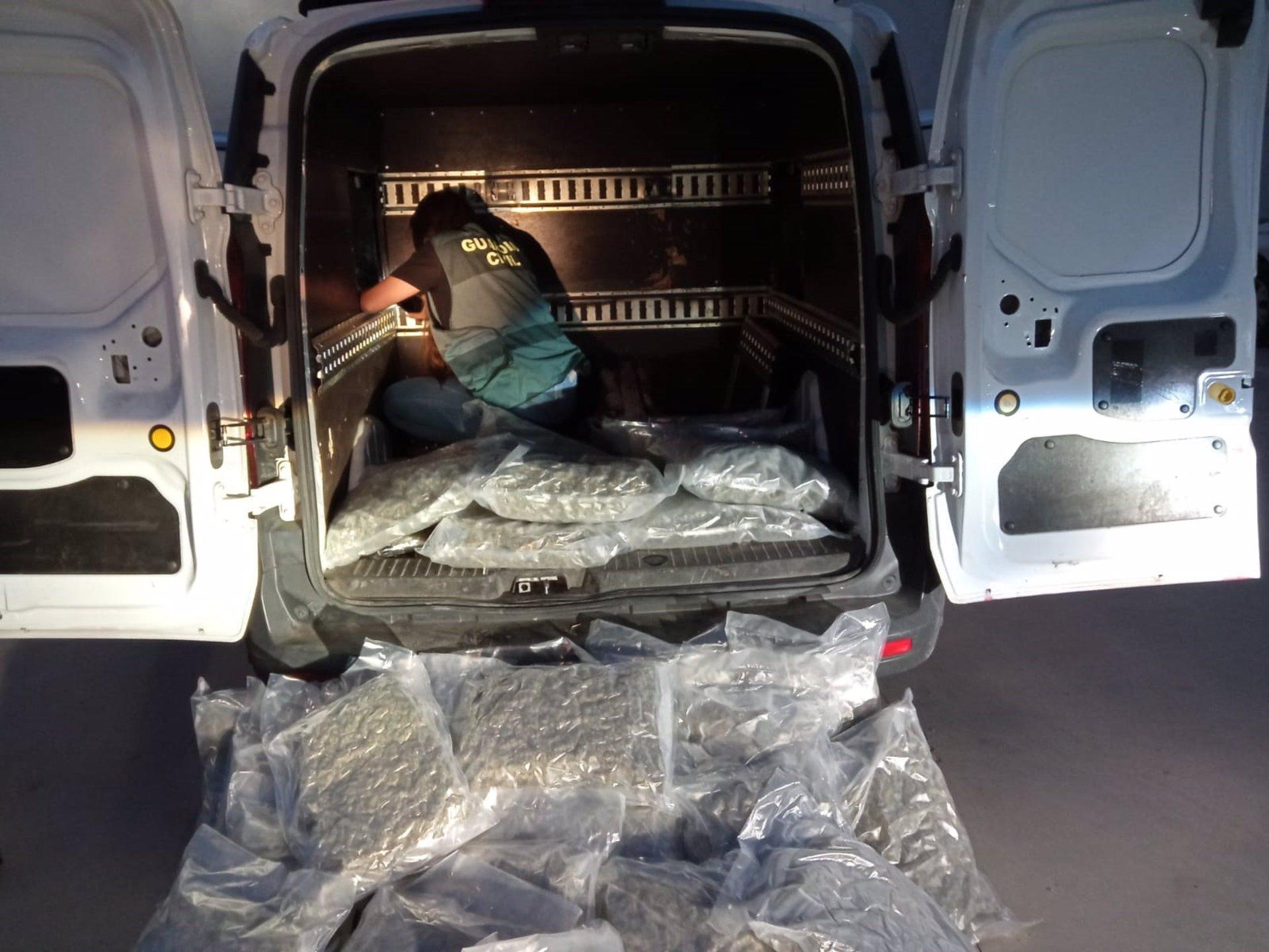 Localizados más de 60 kilos de marihuana en un doble fondo de una furgoneta