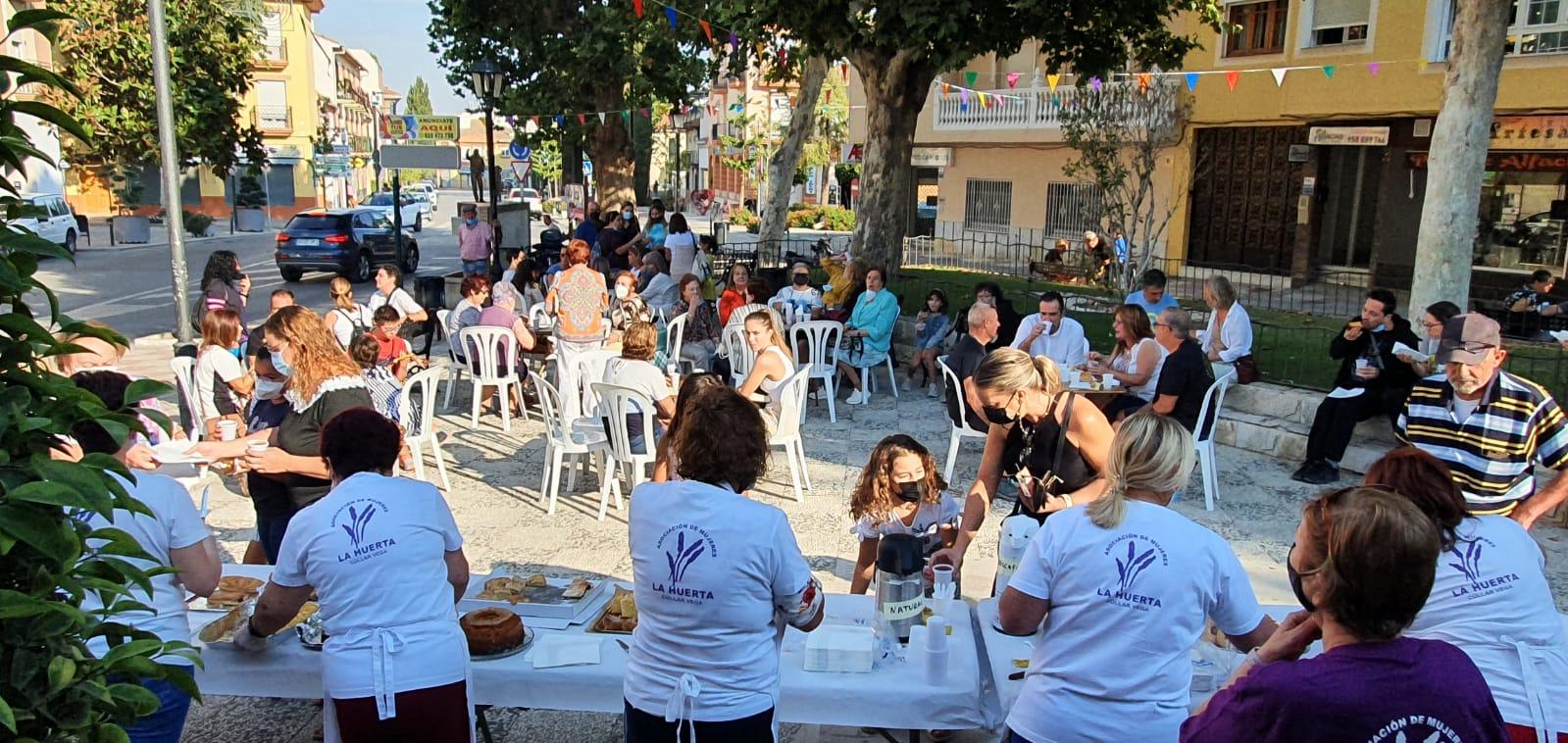 Voluntarias de Cúllar Vega recaudan más de 2.000 euros con un desayuno solidario para ayudar a los afectados por el volcán de La Palma