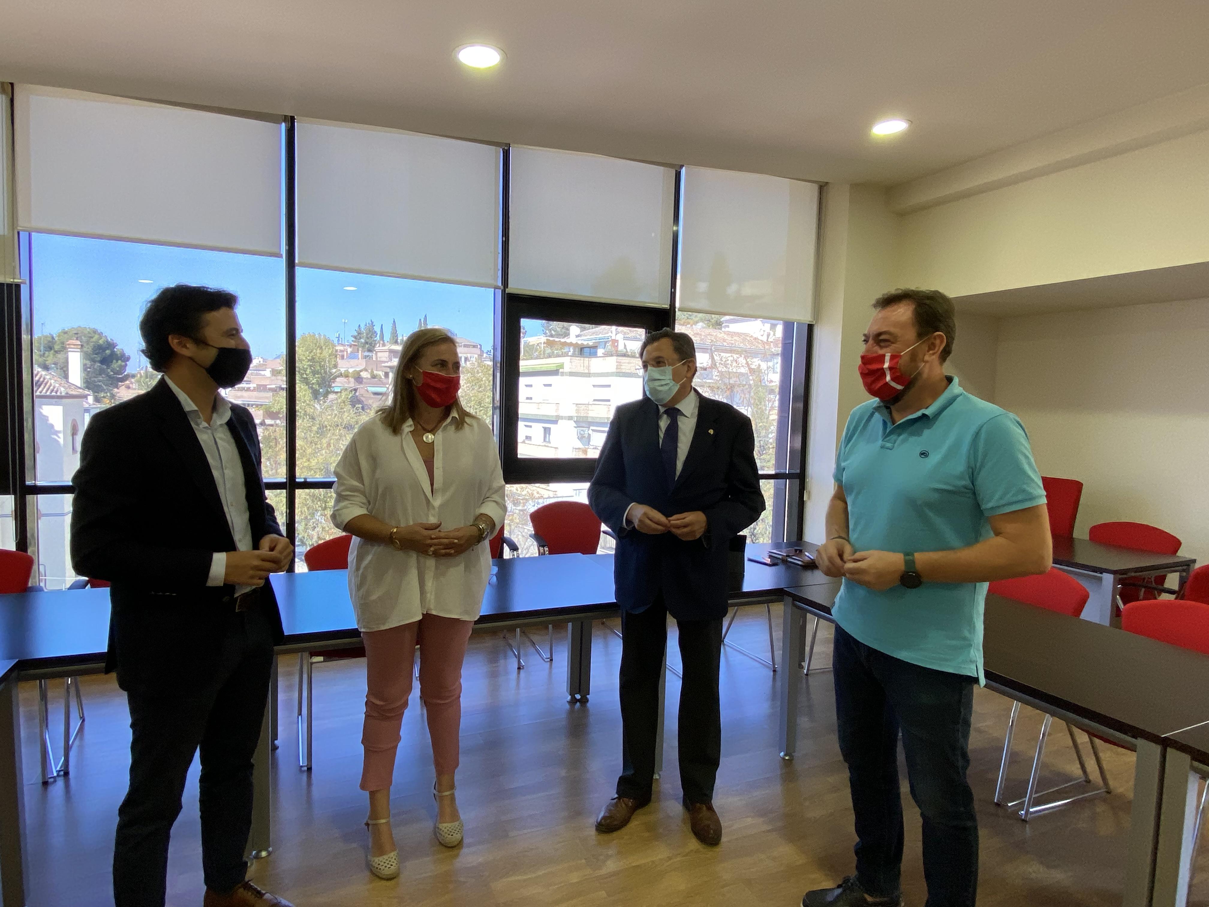 3.420 familias granadinas se han beneficiado de las tarjetas monedero de la Junta de Andalucía en plena pandemia, según el PP