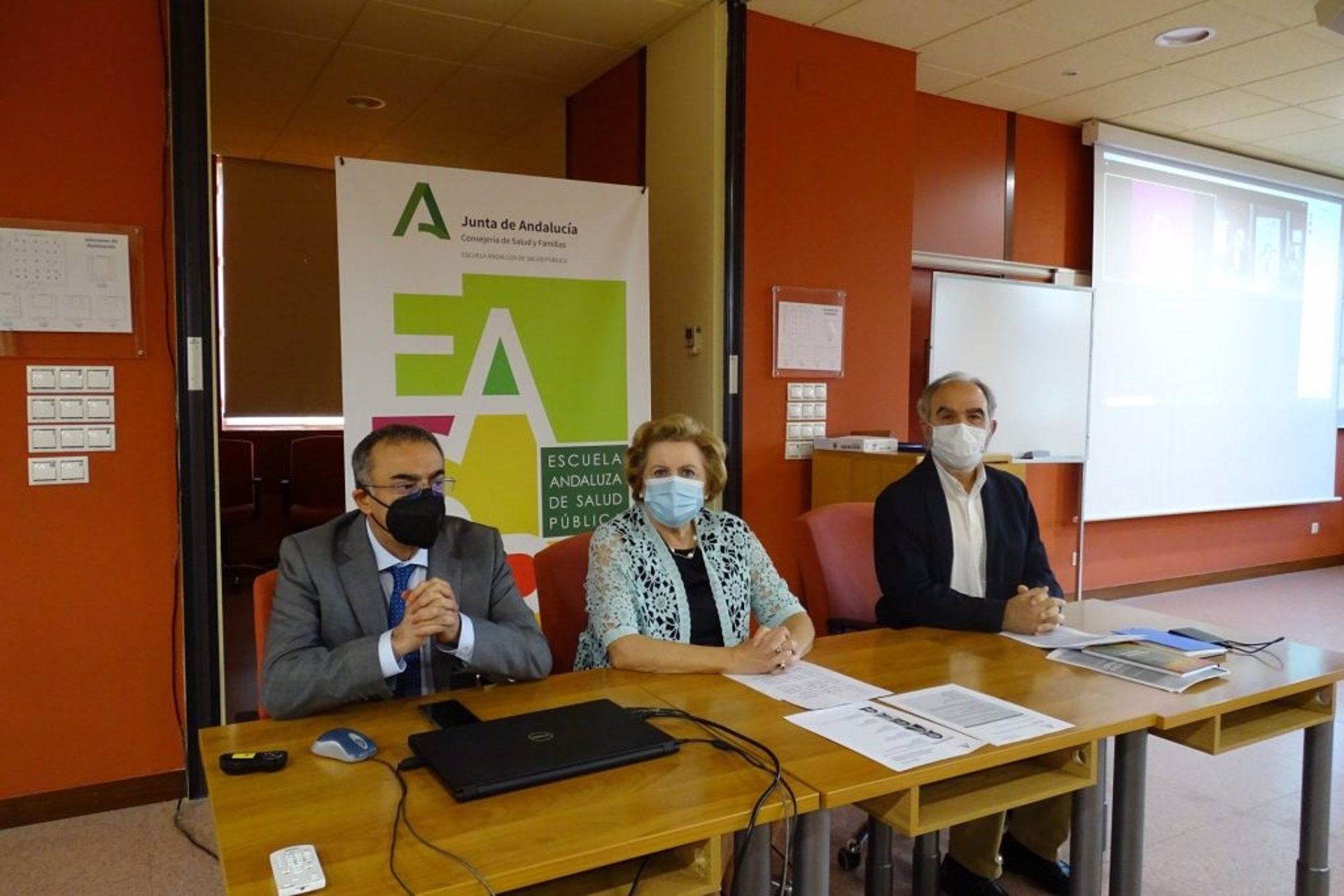 Una treintena de profesionales sanitarios inicia en la EASP su formación en salud pública