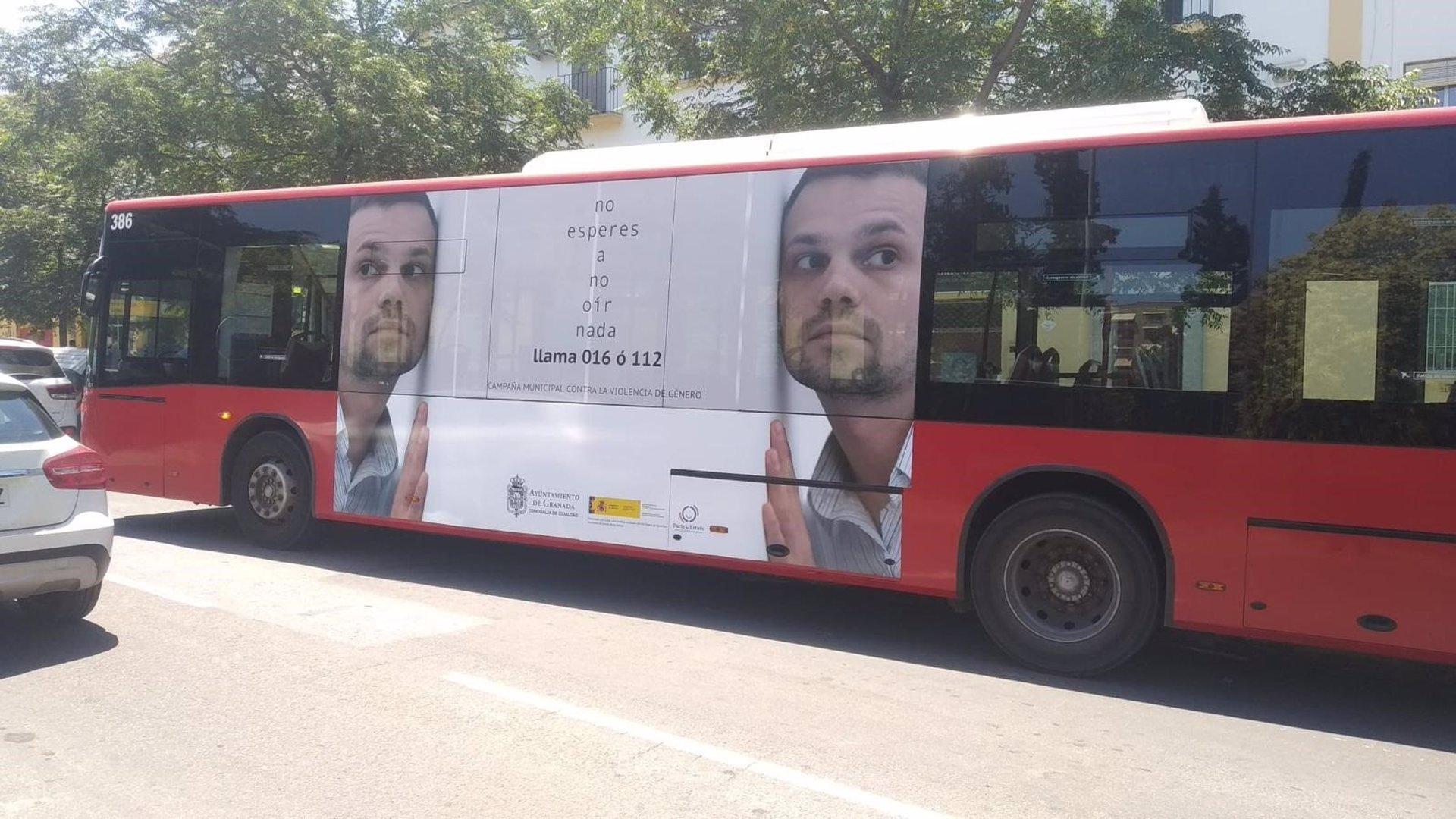 Activado un servicio municipal de paradas a demanda en bus nocturno para la seguridad de las mujeres