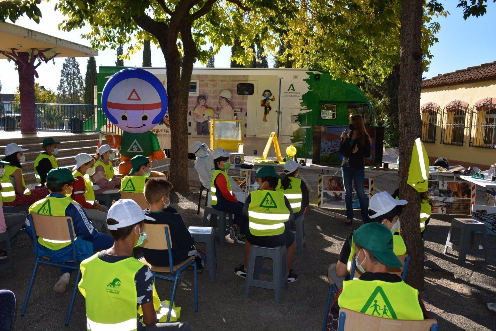 La campaña escolar 'Aprende a crecer con seguridad' contará con la participación de 1.500 alumnos