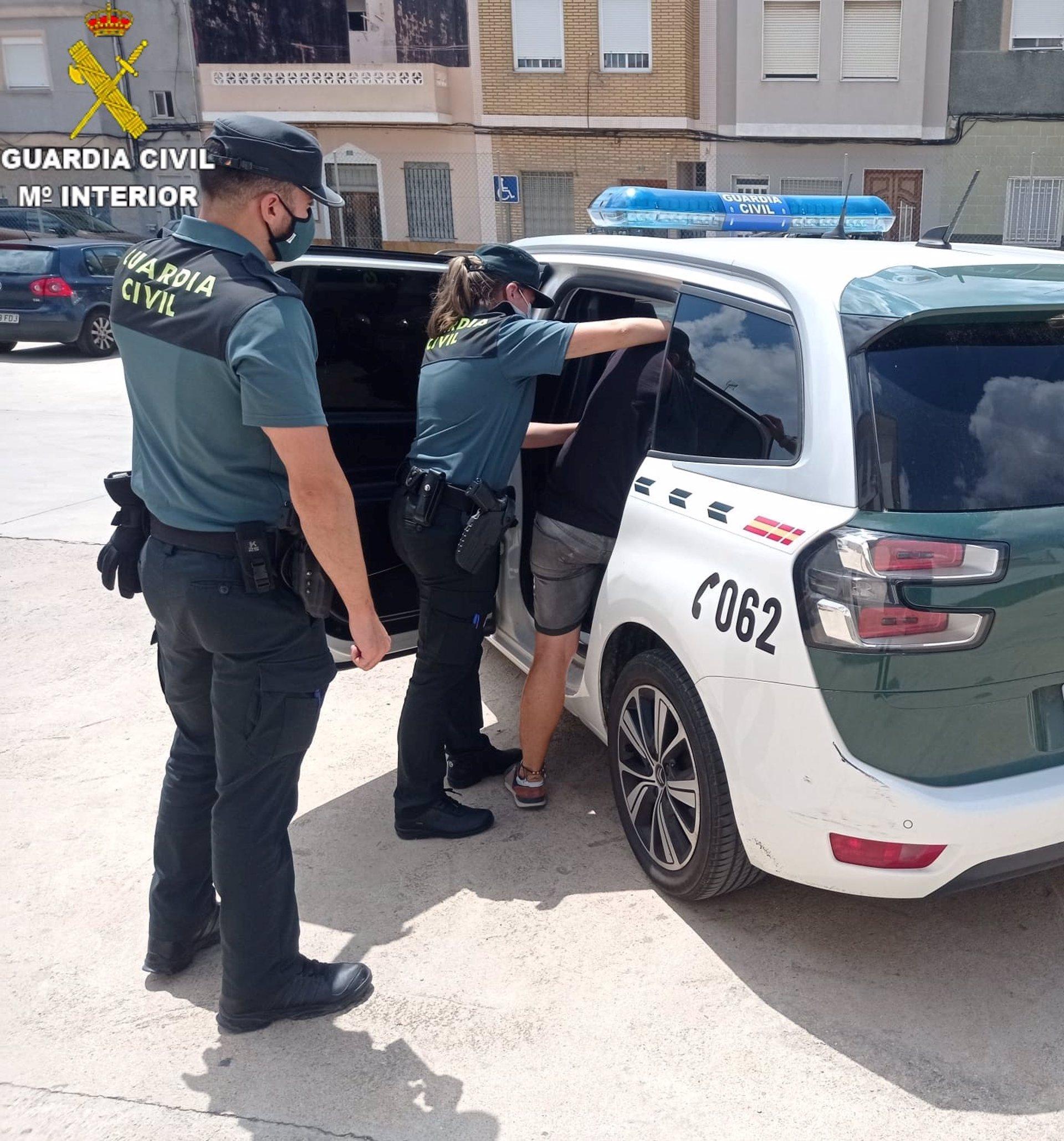Detenido por conducir de forma temeraria huyendo de la Guardia Civil porque no tenía puntos del carné