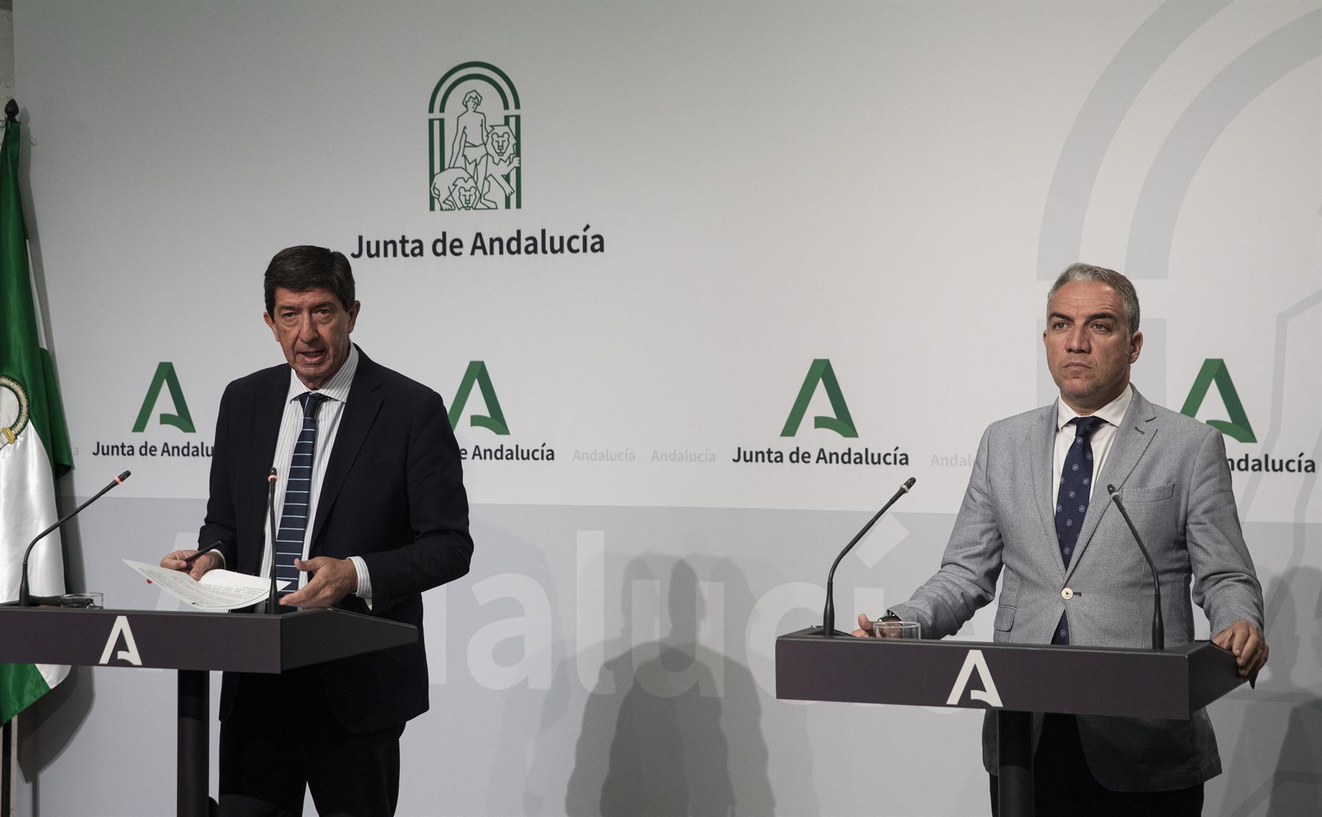 La Junta se reafirma en su política de «bajadas de impuestos» en «dirección contraria a la de Espadas y Sánchez»