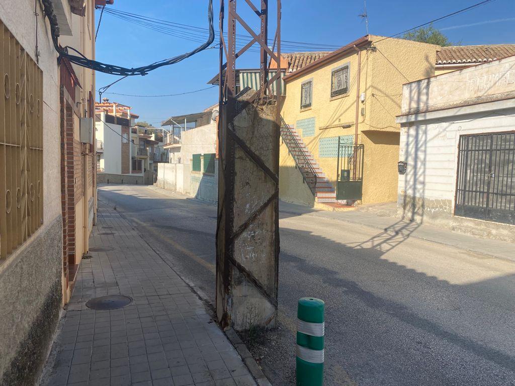 VOX pide el soterramiento del cableado aéreo de Lancha del Genil