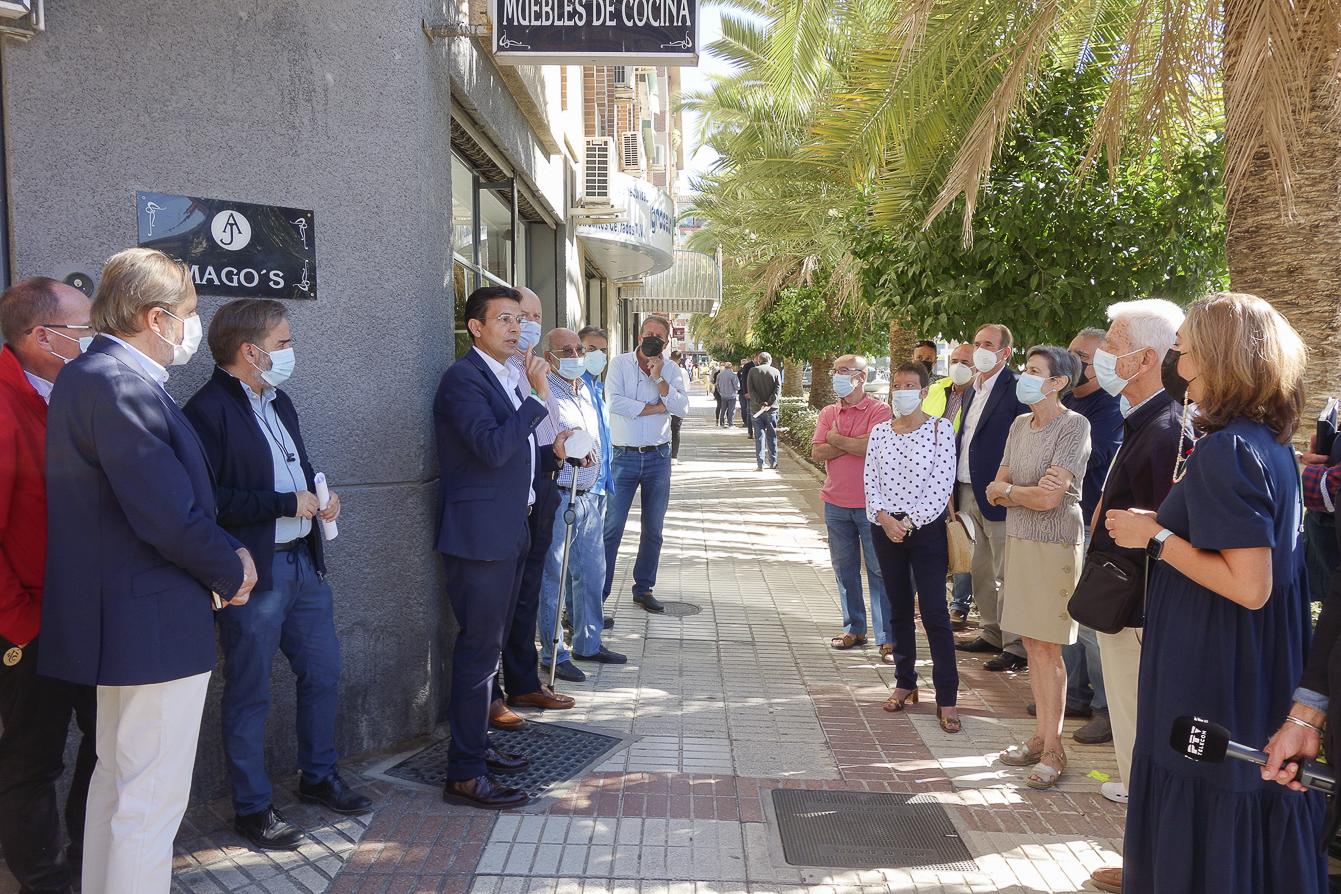El ayuntamiento renueva el alumbrado de la calle doctor Alejandro Otero